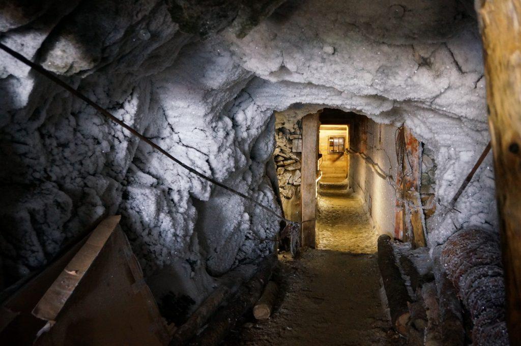 Il tunnel scavato nella roccia all'entrata del museo di Punta Linke (Foto: Davide Orlandi)
