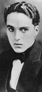 Ritratto di Charlie Chaplin durante il tour americano del 1912–1913 con la Karno company.